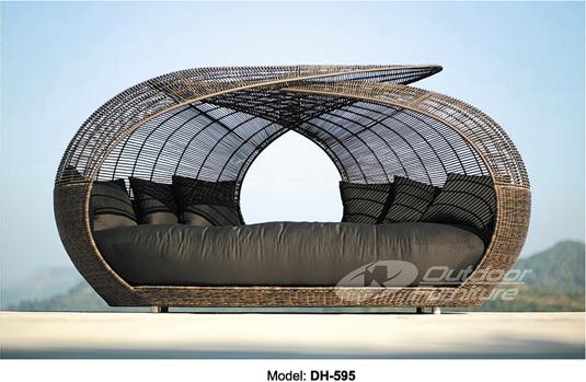 Лежак-диван с навесом